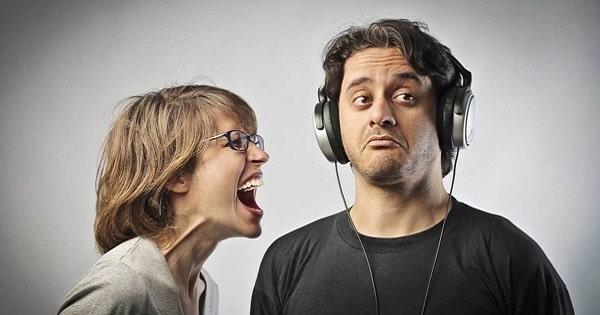 Как быстро наушники влияют на слух